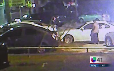 Ofrecen recompensa de $10,000 por ladrones de lote de autos