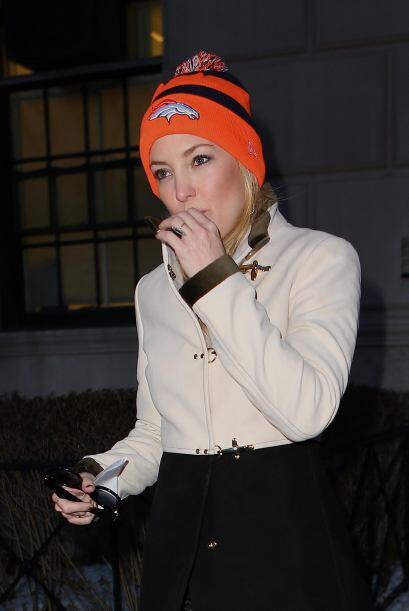 Kate Hudson parece enviar pequeñas señales antes del Super...