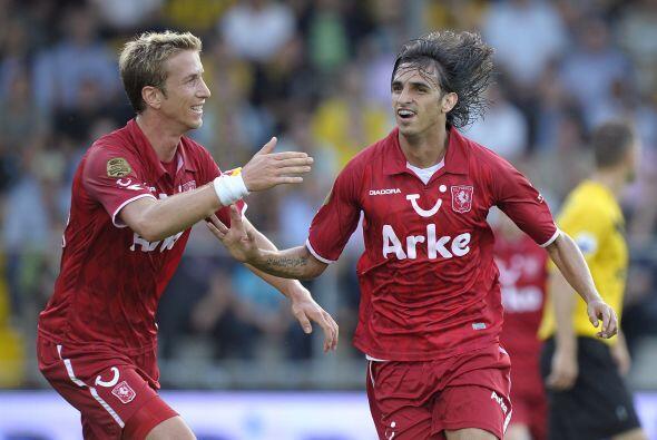 El sector se complementa con el actual campeón de la Eredivisie, el Twen...