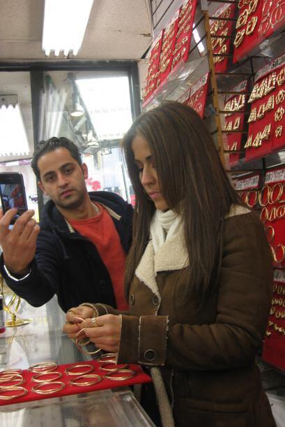 Y sus seguidores aprovecharon su visita para tomarse fotos.