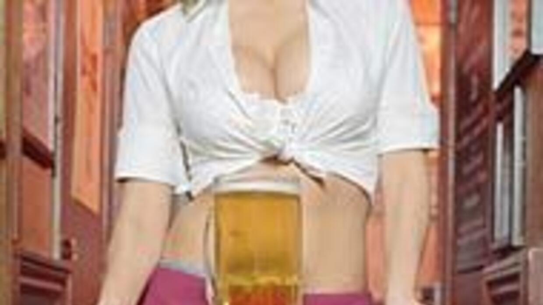 Camarera australiana fue multada por enseñar demasiado trasero 9bb826b3c...