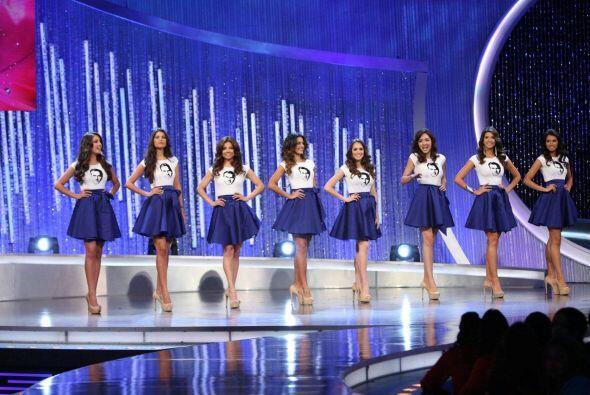 Las ocho chicas que viajaron a Canadá.