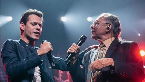 Marc Anthony  cantando junto a su papá.