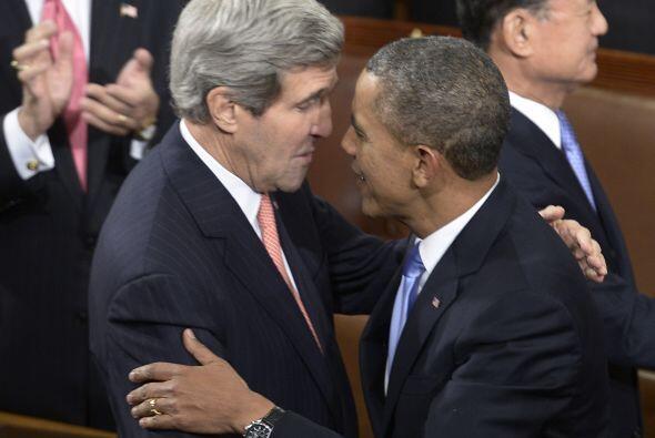 Antes de iniciar su discurso, saludó al secretario de Estado de E...