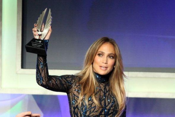 La encargada de anunciar el premio fue la legendaria actriz Rita Moreno....