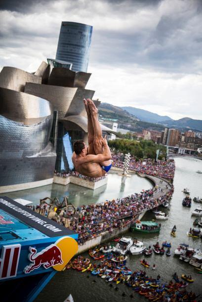 Te traemos las mejores imágenes del Red Bull Cliff Diving Bilbao, evento...