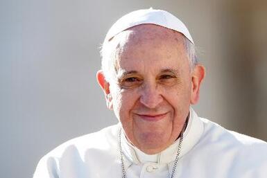 Papa conversa con hispanos en vía internet