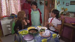 Hotel todo Incluído | La mamá del Vítor quiere que Lucía le firme el chi...