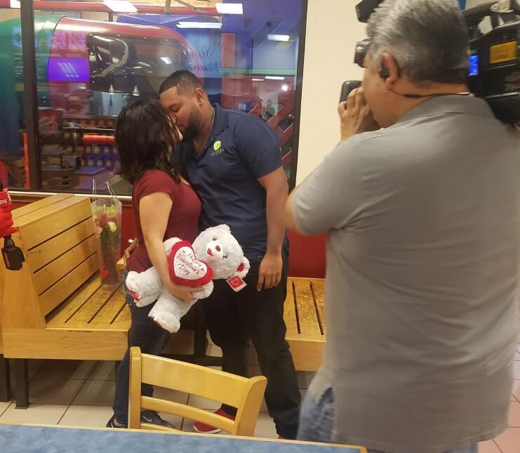 El Turky se convirtió en cupido para celebrar San Valentín en Houston 20...