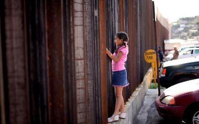 Menores cruzando la frontera piden asilo político