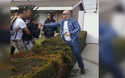 Comunidad de Anaheim, California, protesta por la agresión de un agente...