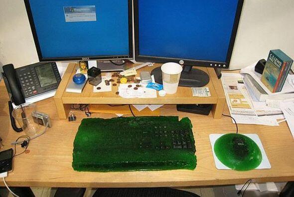 """Que crees de volver el """"mouse"""" y el """"keyboard"""" en gelatina.   Foto cred..."""
