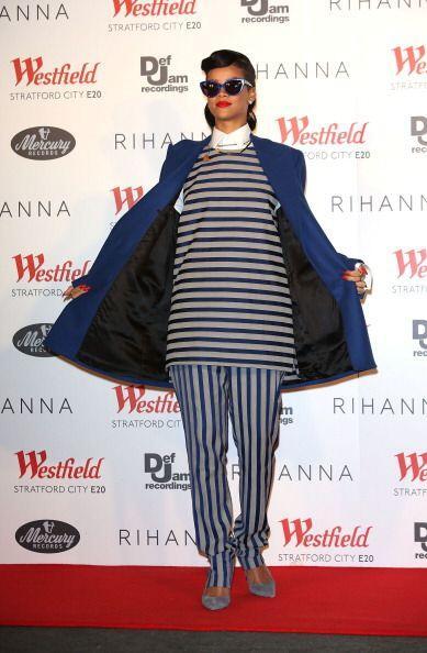 El 'navy' fue otra tendencia que Rihanna hizo suya y adaptó a su peculia...