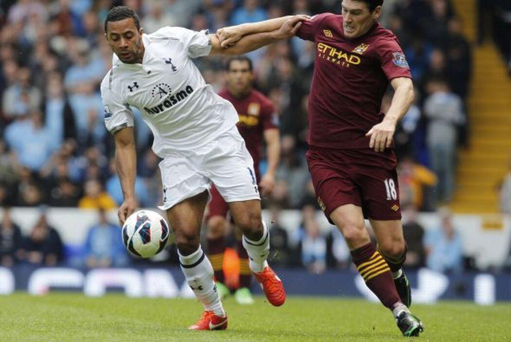 En el primer partido del día, el Tottenham fungió como local ante el Man...