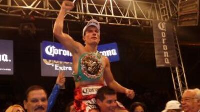 Roberto 'Massa' Ortíz retuvo el título superligero plata del CMB contra...