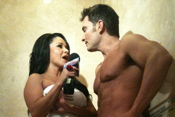 Cuando la Sandoval le preguntó si salía o no con la actriz Bárbara Mori,...