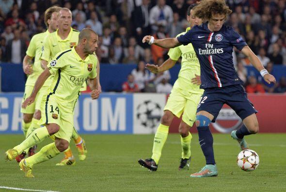 Davd Luiz abrió el marcador al minuto nueve, luego de un disparo...