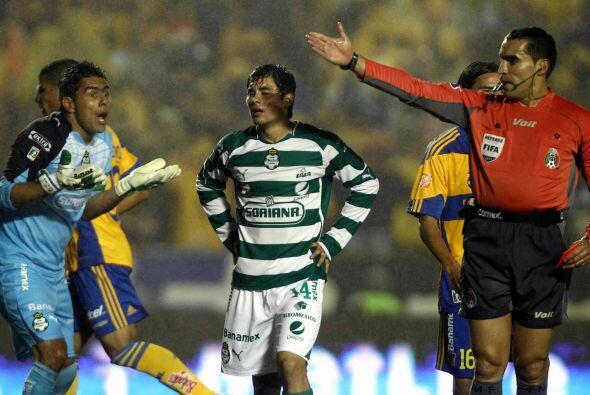Oswaldo Sánchez es otro de los jugadores que están felices con el retiro...