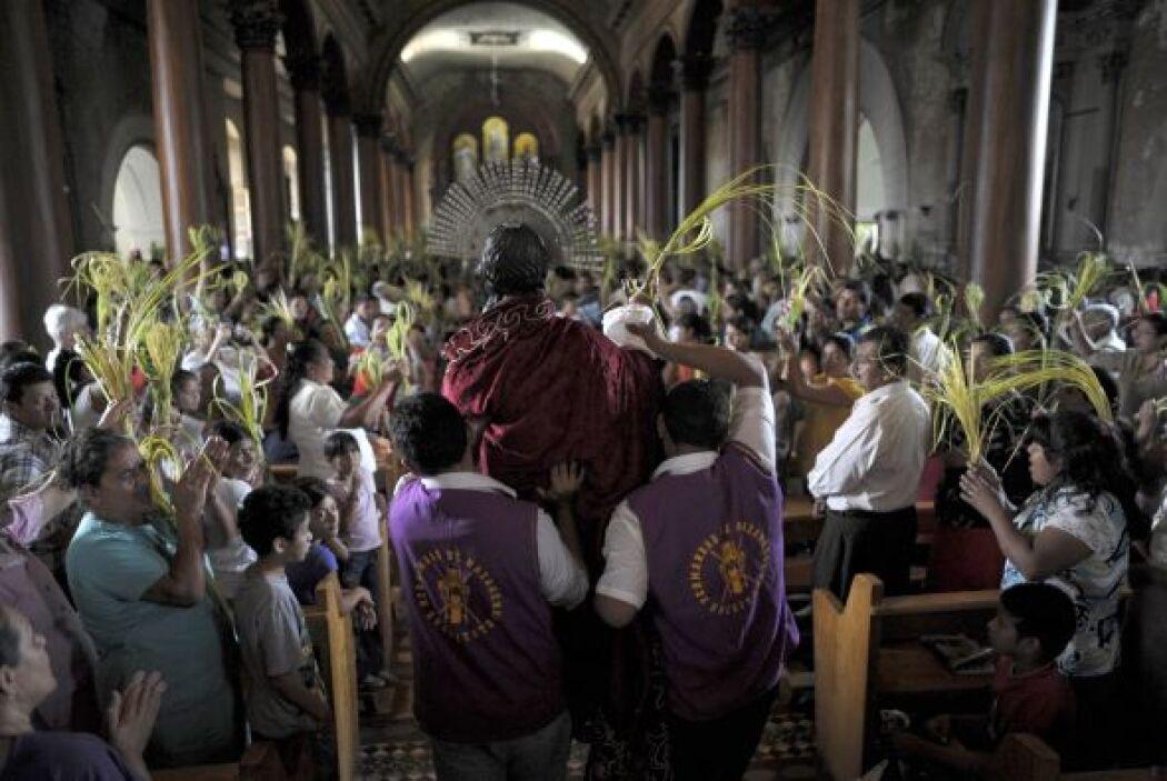 Durante la Semana Santa, los católicos celebran con ritos, oraciones y d...