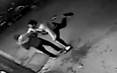 Sospechosos de robo atacaron a un hombre, vertieron bebidas alcohólicas...