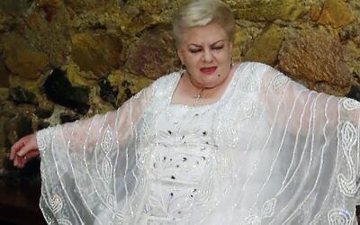 Paquita la del Barrio ahora es diseñadora de modas