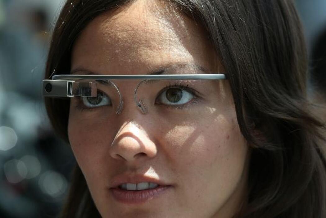 El dispositivo parece un par de gafas y permite a los usuarios tomar fot...