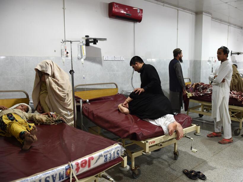 Más de 200 muertos por terremoto en el sur de Asia GettyImages-494301032...