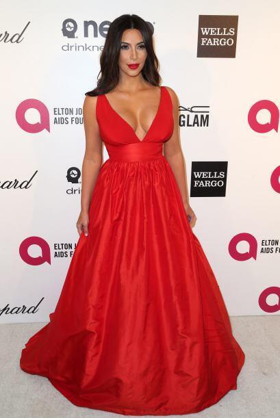 Kim Kardashian lo sigue muy de cerca.  Mira aquí los videos más chismosos.