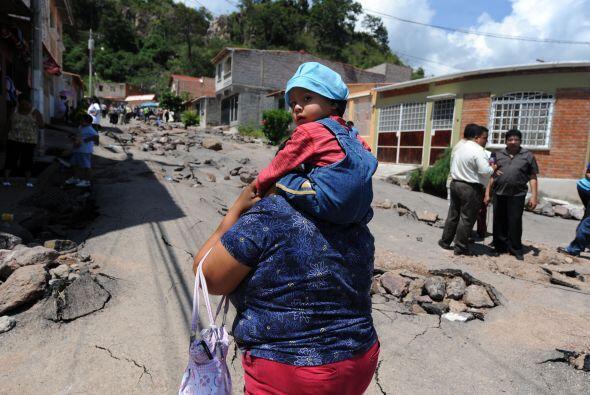 La radio HRN, informó que varias viviendas de la aldea el Lolo continúan...
