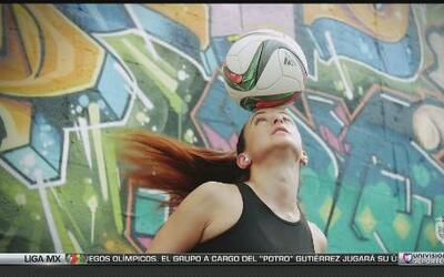 Laura Biondo, la mujer que domina el balón de fútbol mejor que tú