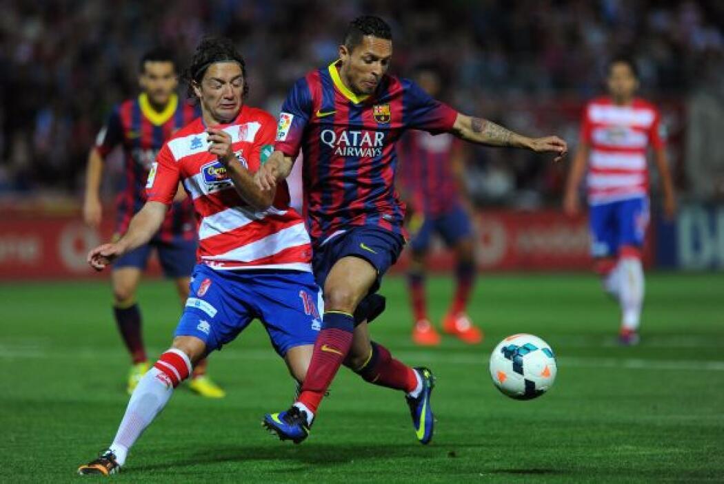 El Barcelona entró al Nuevo Los Cármenes urgido de un triunfo para mante...