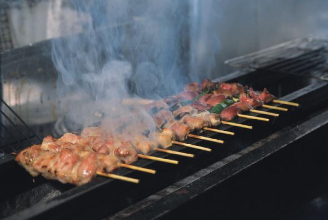 Si vas a marinar la carne, el pescado o los mariscos, es importante que...