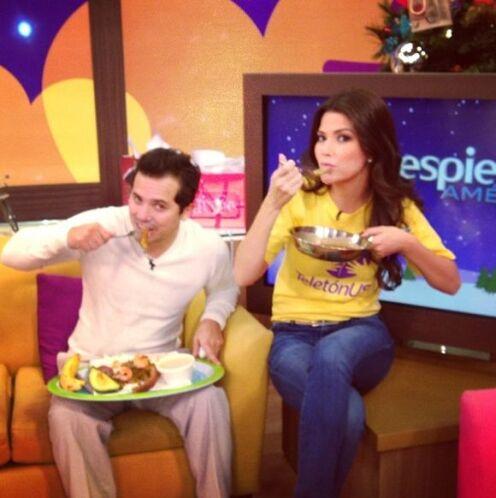"""Desayunando tempranito con John Leguizamo en @DespiertaAmericaTv ☀@Univ..."