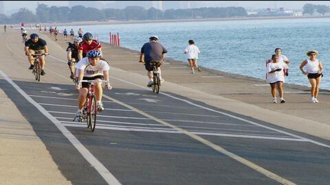 Obra que separará carriles de ciclistas y peatones frente al lago Míchig...