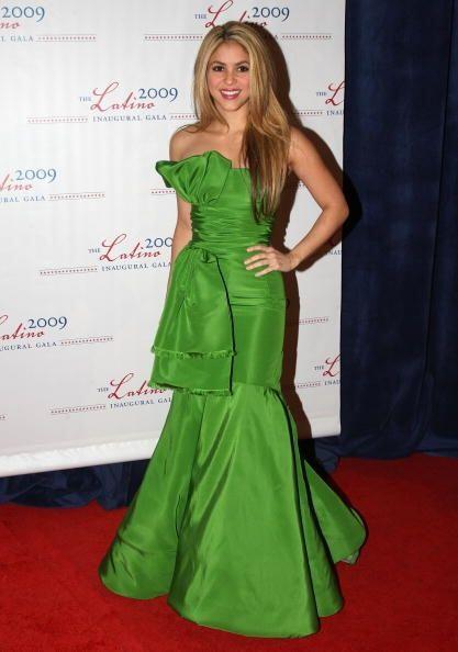 En cuanto a vestidos que la 'reina del movimiento de caderas' ha usado,...