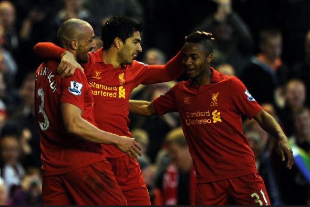 El uruguayo hizo dos goles y Liverpool venció 3-1 a Wigan.