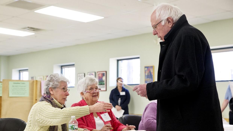 Bernie Sanders vota en el supermartes en Vertmont