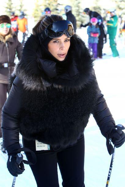 ¡Kim Kardashian fue otra que a pesar del frío lució fantástica en la nie...