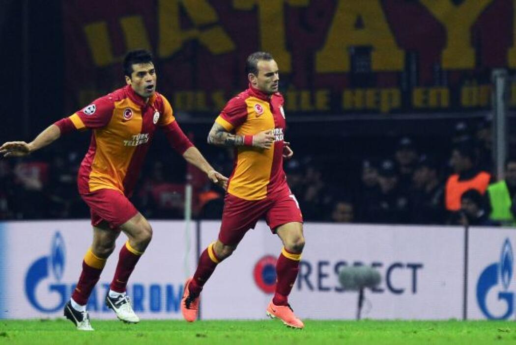 Emmanuel Eboué acercó al Galatasaray con un golazo y Sneijdeir empató el...