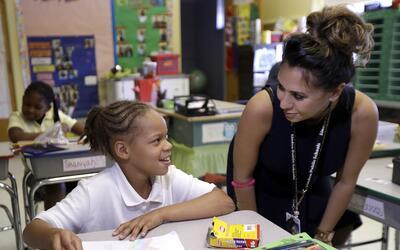 Los alumnos consideraron que los maestros latinos y negros eran m&aacute...