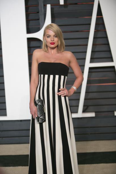 Si tienes un evento más formal, un vestido a rayas sumamente elegante.