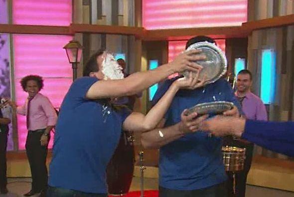 Alan y Raúl querían más y después del pastelazo, ¡continuaron la guerra...