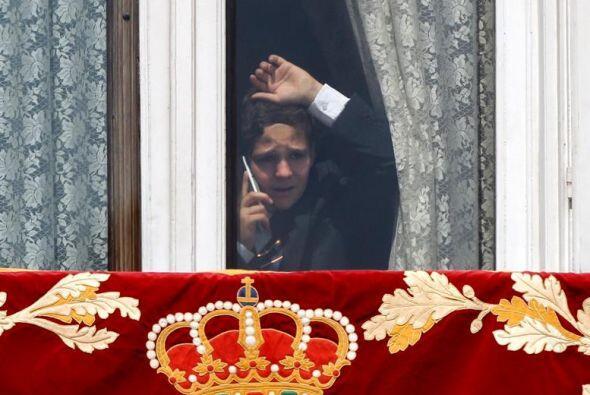 Felipe Juan Froilán,  el hijo mayor de la infanta Elena , asomado en un...