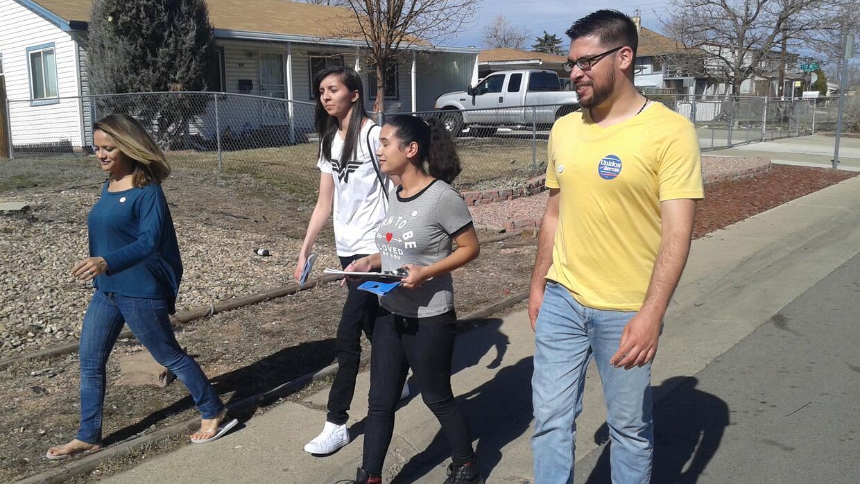 Voluntarios latinos de Sanders en Denver, Colorado