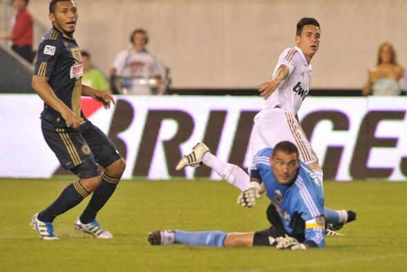 José María Callejón definió el primer gol d...