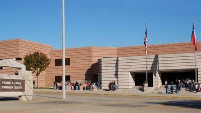 El bachillerato Yvonne A. Ewell Townview Center está condenado a cerrar...