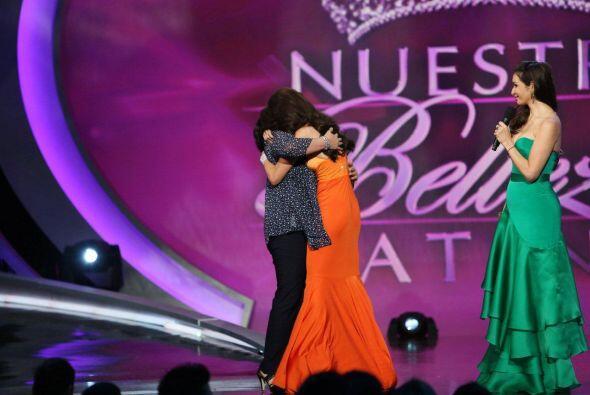 La joven de Texas se emocionó al ver a su madre en el escenario.