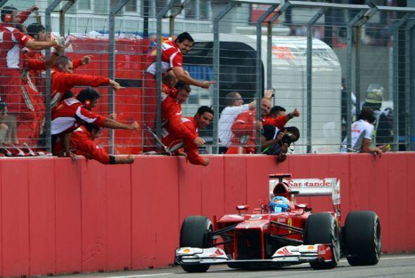 Después de 1 hora, 31 minutos y cinco segundos, Alonso atraves&oa...