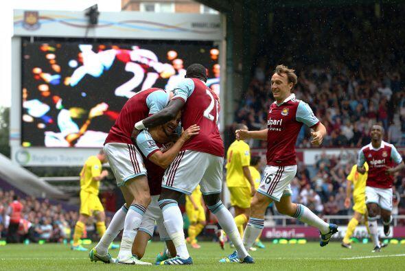 El West Ham derrotó 2-0 al Cardiff con goles de Joe Cole y Kevin Nolan.