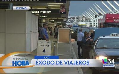 Éxodo de viajeros en LAX